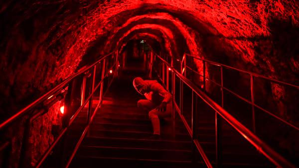 A Castellana Grotte il più grande show aereo sotterraneo 'Hell in the Cave - versi danzanti nell'aere fosco'