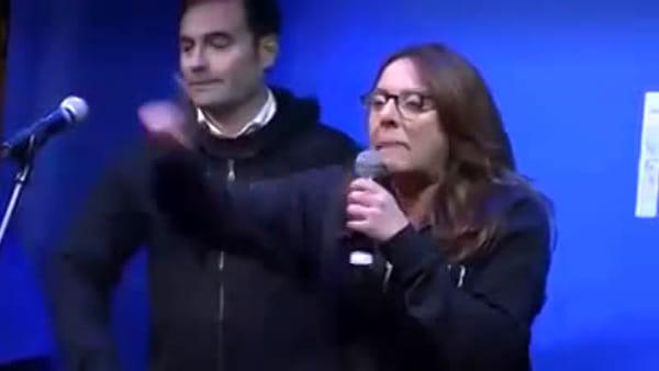 """VIDEO   Lega, il lapsus della deputata al comizio di Salvini: """"Il Pd non ha fatto nulla per aiutare i giovani a prostituirsi"""""""