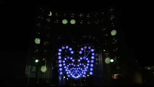VIDEO | Giochi di luci al ritmo di musica, lo spettacolo tra i viali della Fiera