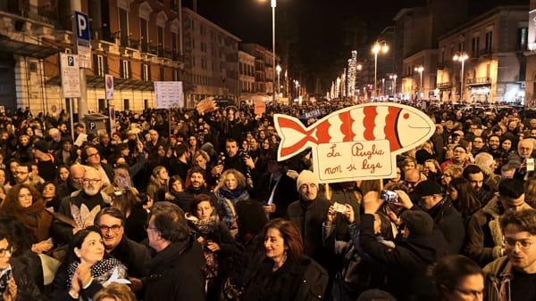 """""""Bari non abbocca"""", 3mila 'sardine' riempiono piazza Libertà: """"No alla politica fatta di odio e violenza"""""""