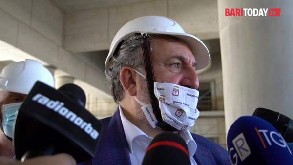 """Due nuovi positivi al Covid ricoverati al Policlinico, Emiliano: """"Arrivati con traghetto e macchina dall'Estero"""""""