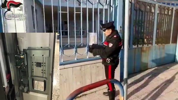 Ladri irrompono nella scuola 'Santomauro' a Bari, forzano macchinette e portano via il denaro: in due beccati dai carabinieri