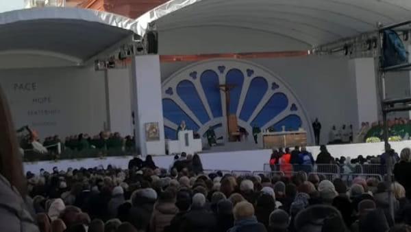 """Papa Francesco a Bari, la Santa Messa in corso Vittorio Emanuele: """"Amate i vostri nemici e pregate per quelli che vi perseguitano"""""""