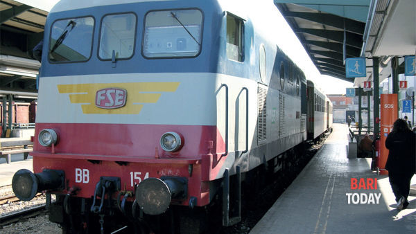 Ferrovie Sud Est, furto di rame: linea interrotta, treni in ritardo e disagi