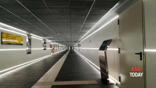 Il nuovo look del 'sottopasso giallo': più luci, schermi e segnaletica nel tunnel pensato anche per i diversamente abili