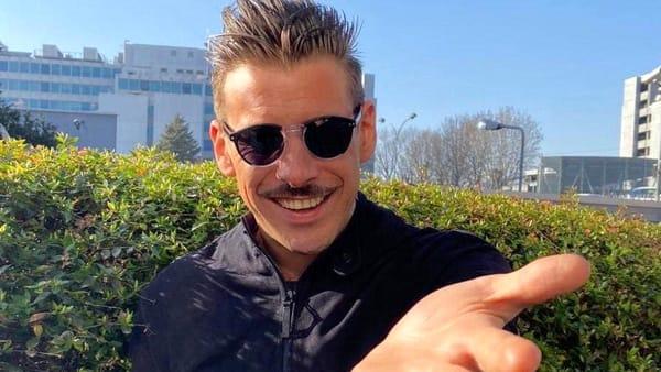 Francesco Gabbani e 'Viceversa' a Bari: dopo il secondo posto di Sanremo l'abbraccio con i fan alla Feltrinelli