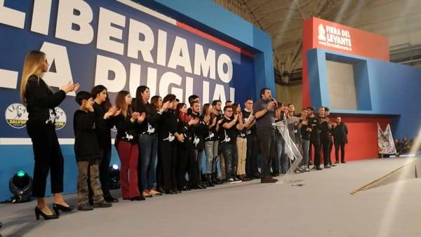 """Salvini a Bari apre la corsa della Lega per le Regionali (ma non fa il nome del candidato del centrodestra): """"Liberiamo la Puglia"""""""