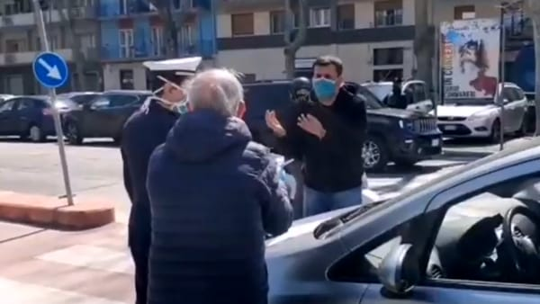 """""""Sto andando da mia figlia"""", beccato dai vigili in corso Mazzini e rimproverato dal sindaco Decaro: """"Devi restare a casa"""""""