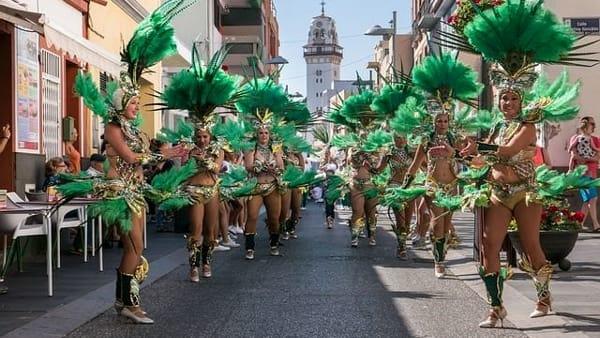 """""""Carnevalando, ballando e giostrando"""", a Valenzano la sfilata in maschera del """"Martedì Grasso"""""""