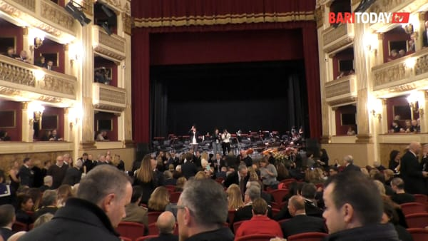 Tra il rosso del velluto, concerti e spettacoli 'en plein air', il Teatro Piccinni si mostra ai baresi: il videotour dopo il restauro