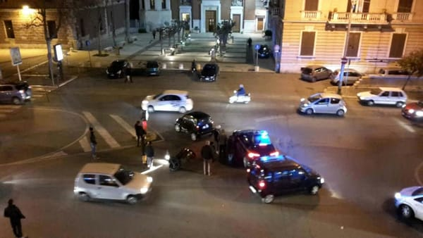 Incidente in piazza Luigi di Savoia: scontro tra Smart e moto