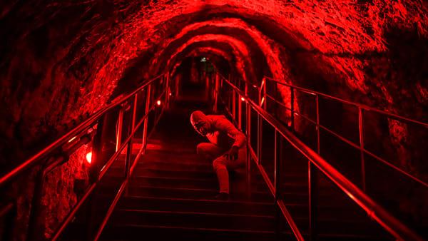 """Halloween a Castellana Grotte: vivere la """"Hell experience"""", una notte con il cast di Hell in the cave"""