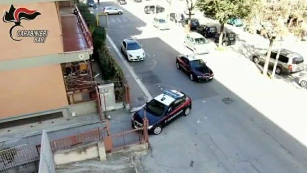 Svaligiano l'abitazione di un'anziana, topi d'appartamento beccati a Bari: in tre arrestati dai carabinieri