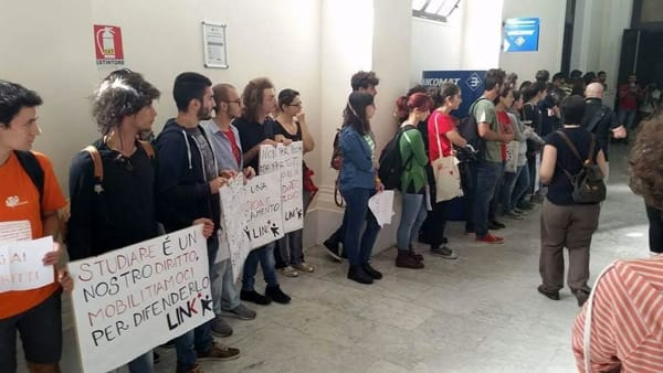 "'Caro-tasse', la protesta degli studenti in Ateneo: ""Serve intervento di Regione e governo"""