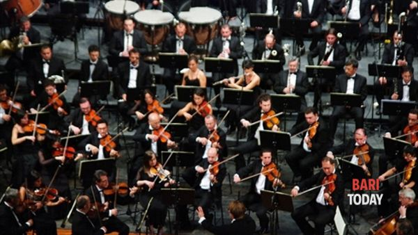 Concerto di Natale in piazza Umberto con l'Orchestra Sinfonica Città Metropolitana