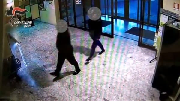 Entrano in ospedale fingendosi malati e rubano l'auto di un chirurgo: due pregiudicati baresi incastrati dalle telecamere