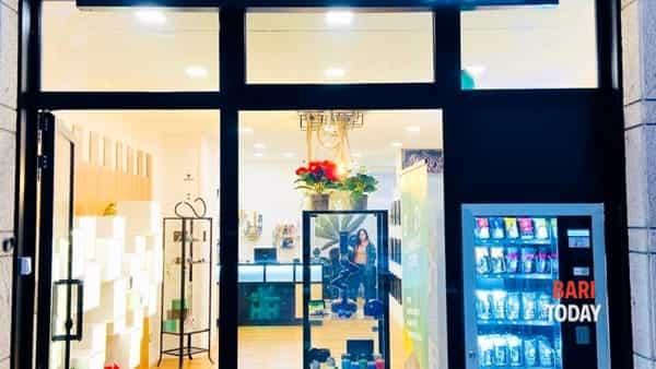 'Ehhzy cannabis light': nuona apertura a Bari e omaggi natalizi!