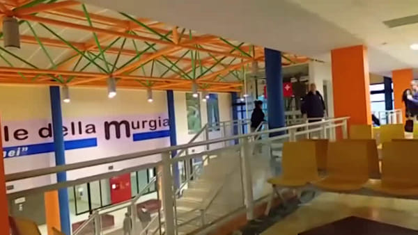 """VIDEO   Piove nell'ospedale della Murgia di Altamura, il M5S: """"La sanità pugliese fa acqua da tutte le parti"""""""