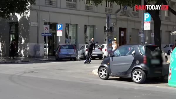 Corse in due, parcheggi selvaggi e ciclabili dissestate: la partenza (non dolce) dei monopattini elettrici in città