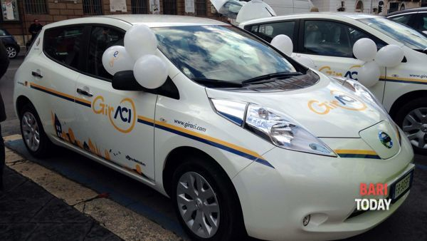 "Car sharing, in un mese 250 corse. Decaro: ""Dati incoraggianti"""