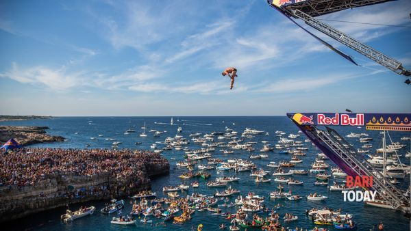 In 55mila a Polignano per lo spettacolo della Red Bull Cliff Diving World Series