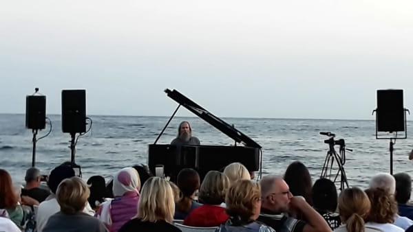 La musica risuona a Torre Quetta: il concerto all'alba apre il 'Bari Piano Festival'
