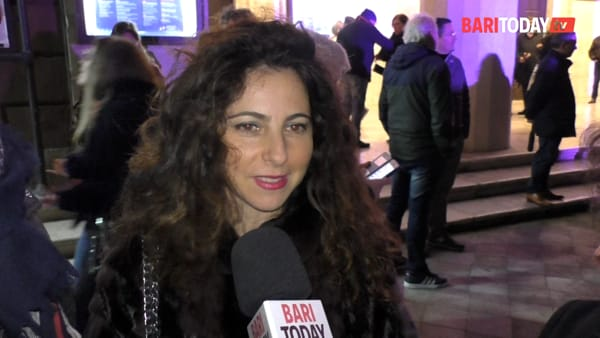 Maratona di spettacoli per festeggiare l'apertura del Teatro Piccinni dopo 9 anni: le voci dei baresi all'inaugurazione