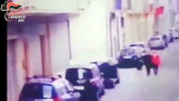 VIDEO | Furto in appartamento ad Acquaviva: le immagini che hanno incastrato il ladro