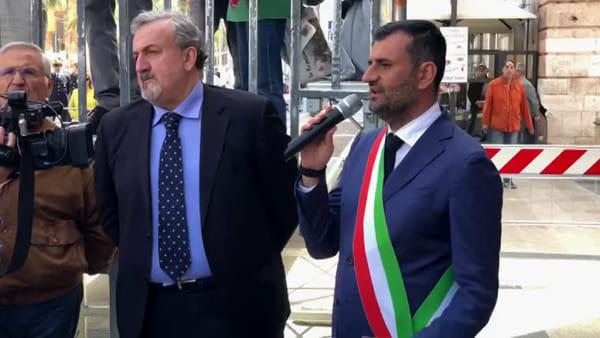 """VIDEO   Una corona d'alloro a Palazzo di Città per il 25 aprile, Decaro: """"Festa di tutti"""""""