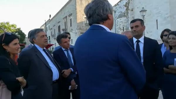 VIDEO | I sindaci delle Città metropolitane a Bari: passeggiata in risciò con Decaro in versione 'guida'