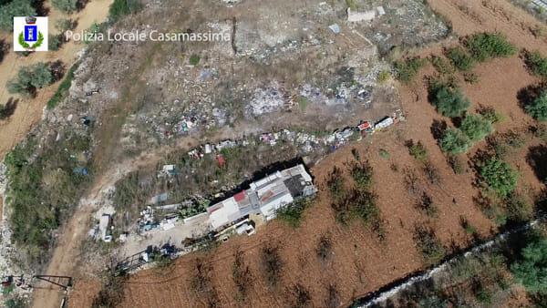 VIDEO | Le immagini dall'alto della discarica abusiva tra le campagne di Casamassima