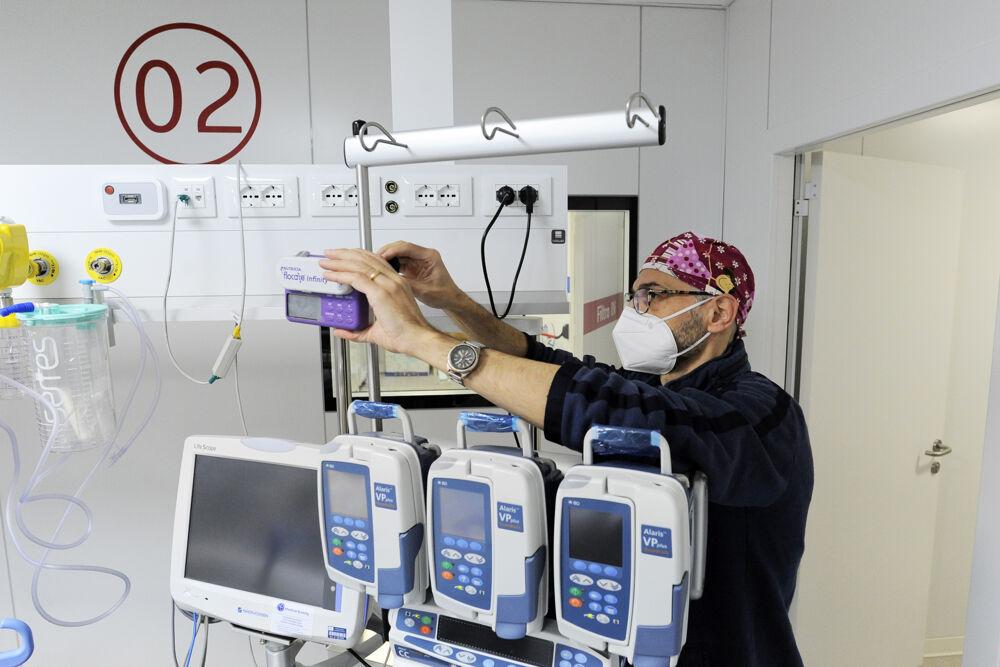 Si abbassa la pressione sugli ospedali Covid pugliesi: calano i casi e scendono le terapie intensive