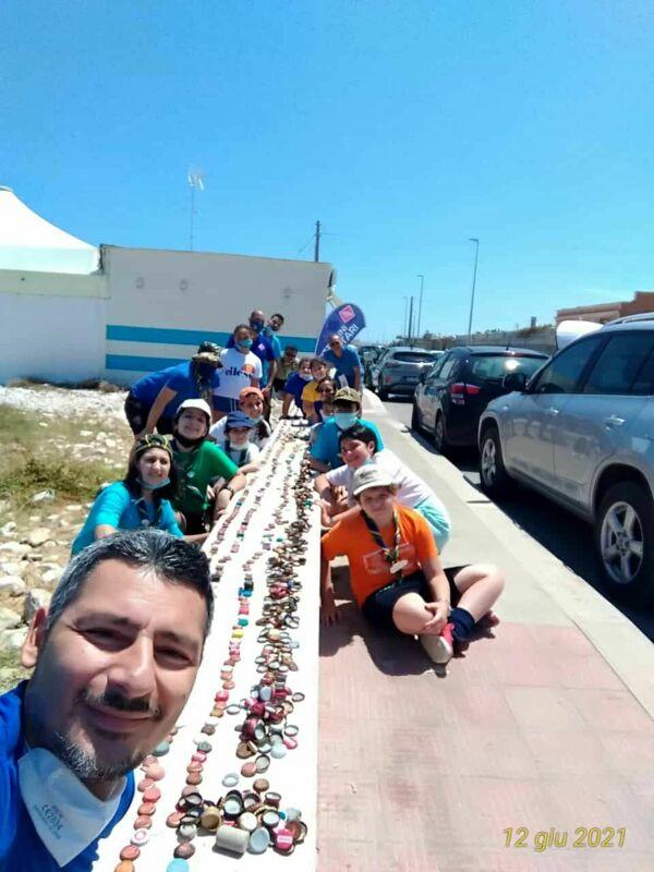 Volontari in azione a San Giorgio: raccolti 4 chili di tappi in 200 metri quadrati di spiaggia