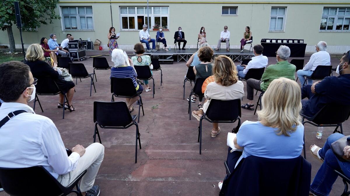 Poesie e racconti scritti dai detenuti, a Bari il premio letterario dedicato a Stefano Fumarulo: assegnati i riconoscimenti