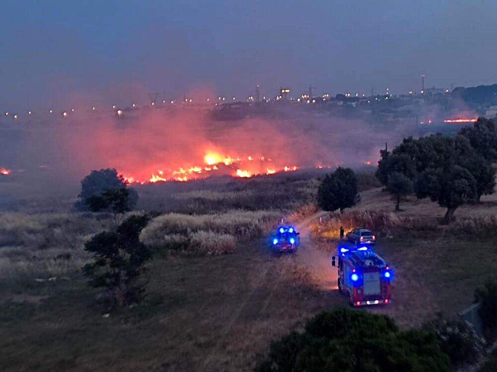 I cittadini di Japigia stanchi degli incendi: