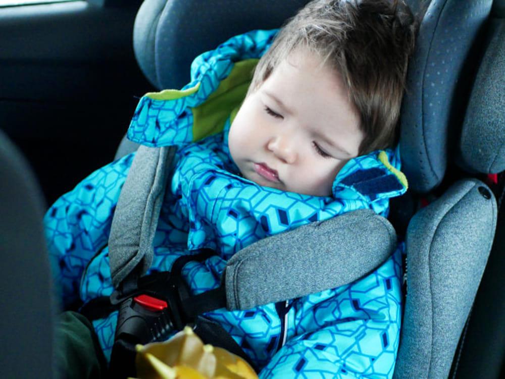 Sicurezza in auto per i bambini: le regole del codice ...