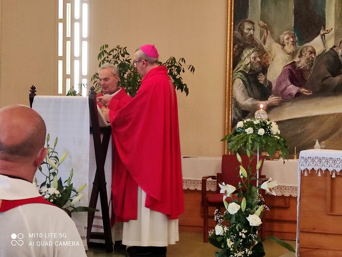 Usura, il duro monito dell'arcivescovo Satriano: