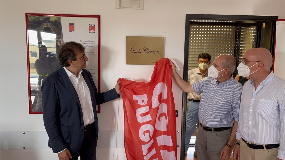 """Intitolata sala della Cgil a Paola Clemente, morta 6 anni fa nelle campagne di Andria: """"Basta con ogni sfruttamento dei lavoratori"""""""