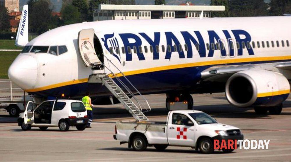 Non vuole indossare la mascherina, scoppia caos su volo Ryanair: denunciata barese