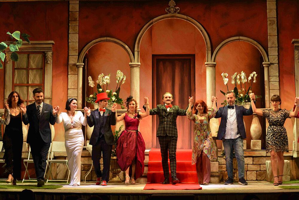 attori di teatro in scena