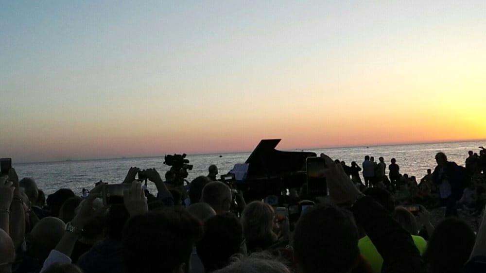 Il concerto all'alba durante una delle passate edizioni