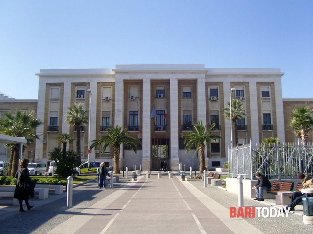 """""""Sospetto evento avverso"""" successivo a vaccinazione, 54enne ricoverato in rianimazione al Policlinico di Bari"""